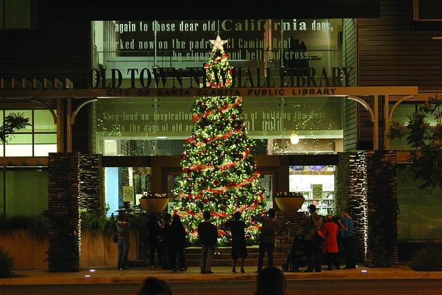 Film Santa Clarita: Ringing In The Holidays
