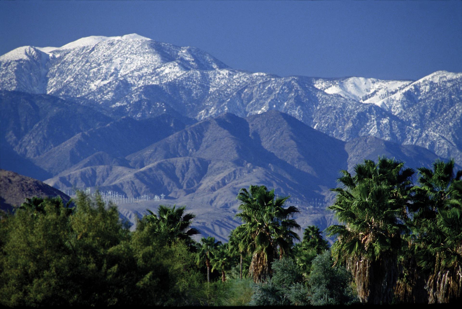 San-Jacinto-snowcapped-Mountians